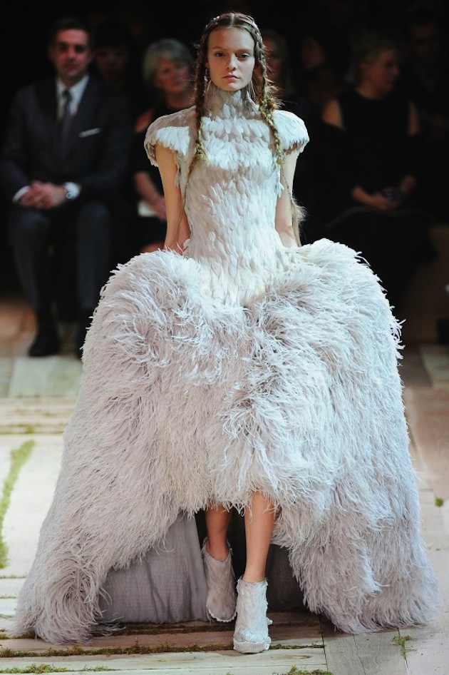 Alexander McQueen by Sarah Burton, Dress with bodice in goose feathers and skirt in ostrich feathers, S/S 2011, Photo: Etienne Tordoir - Catwalkpictures.com