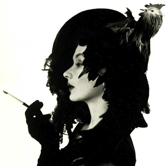 Irving Penn, Woman in chicken hat (Lisa Fonssagrives Penn), 1949