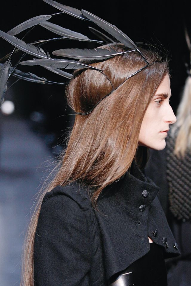 Ann Demeulemeester A/W 2009-2010. Feather headdresses with dove and cock feathers. PHOTO: BVBA32