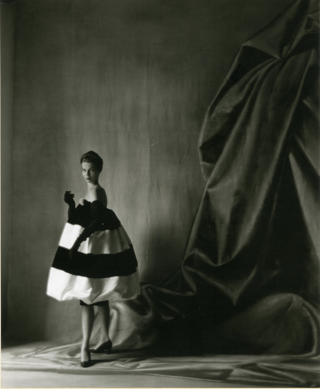 Cristóbal Balenciaga, Autumn/Winter 1958. Balloon-shaped cocktail dress.