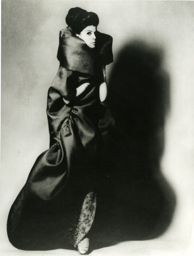 Cristóbal Balenciaga, Spring/Summer 1962. Evening coat in gazar.